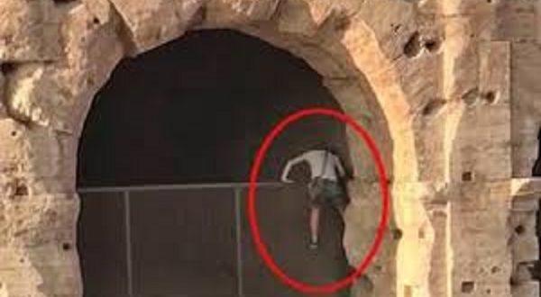Roma uomo armato Colosseo