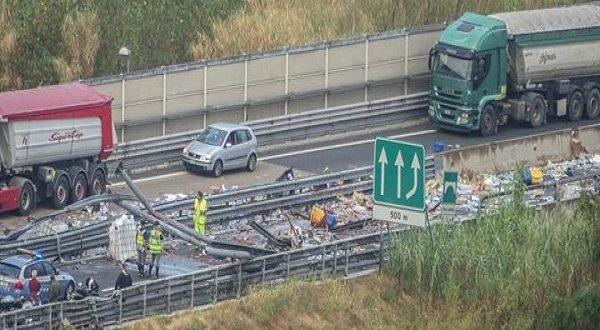 A10 incidente stradale tir carico