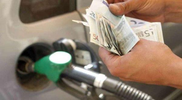 Benzina prezzi instabili: da cosa dipende il costo del carburante?